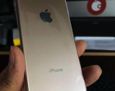 В сети появились новые фото iPhone SE 2