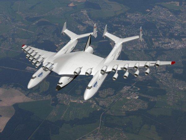 В России испытали двухфюзеляжный самолет