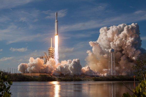 До конца года SpaceX дважды запустит ракету Falcon Heavy