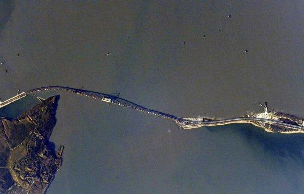 Российский космонавт показал снимок Крымского моста с МКС