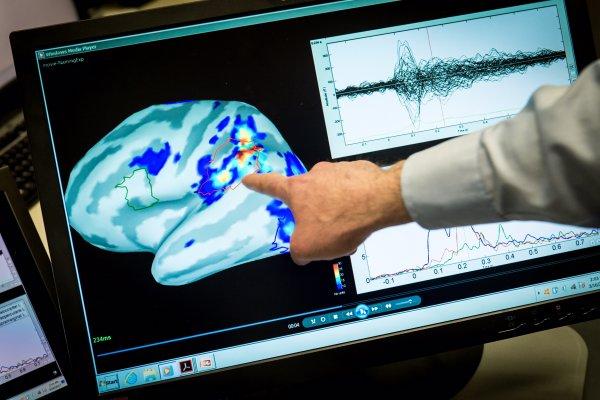 В России сделали гарнитуру для инвалидов «мозг-компьютер»