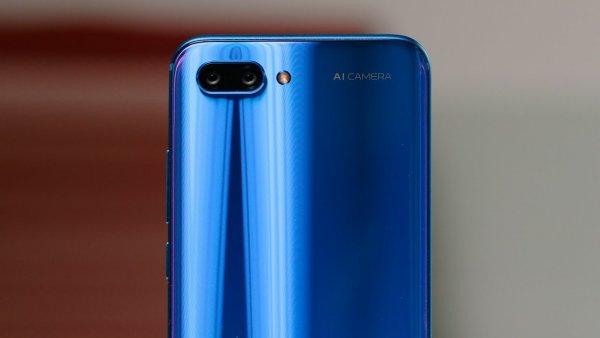 Смартфон Honor 10 на 64 Гб упал в цене на 15% в России