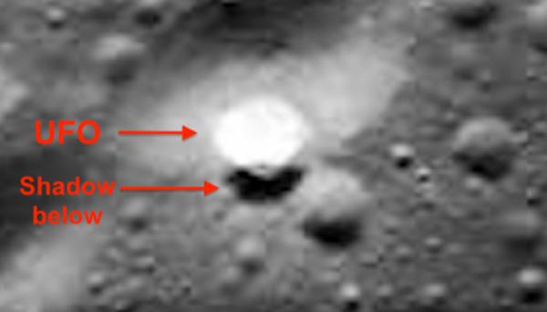 Уфолог увидел над поверхностью Луны таинственный движущийся диск