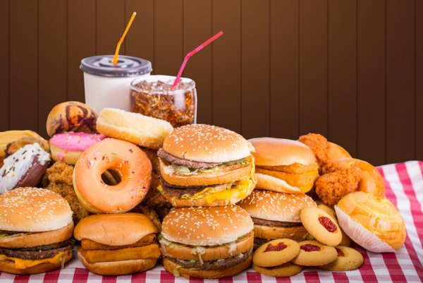 Ученые рассказали, как вредная еда активизирует вознаграждение мозга
