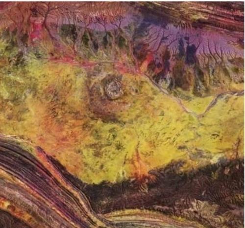 ESA показала кратер с кровеносными сосудами