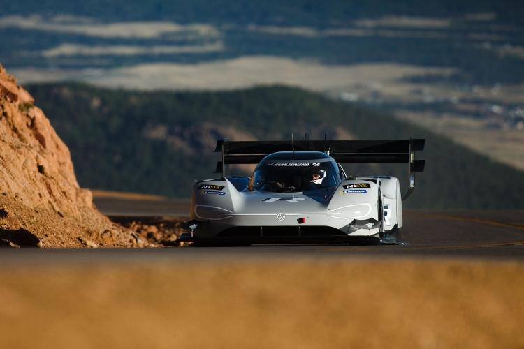 Электромобиль Volkswagen I.D. R Pikes Peak установил рекорд горной трассы Пайкс-Пик