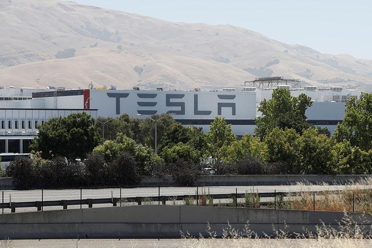 Главный технолог Tesla Даг Филд покинул компанию