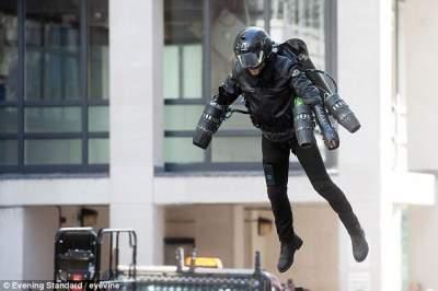 В Британии выставили на продажу реактивный костюм для полетов
