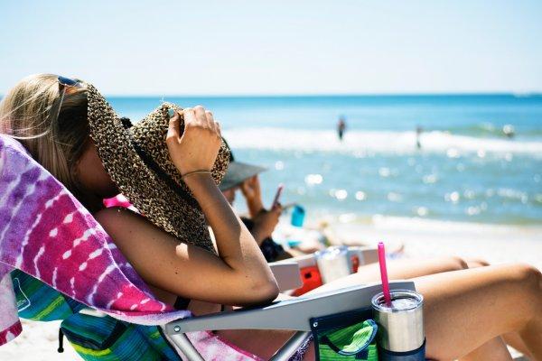 Учёные назвали необычные способы защитить кожу от солнца