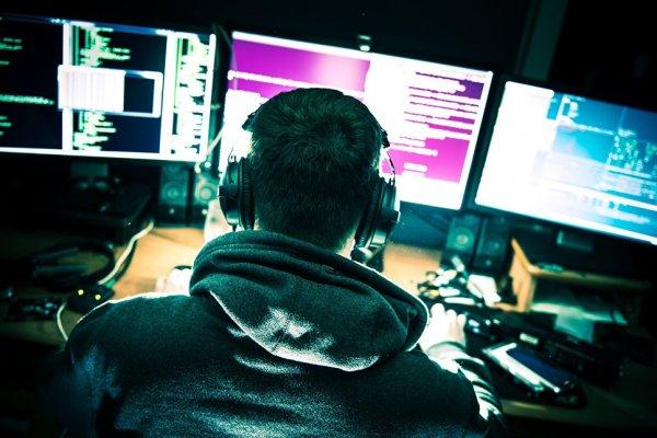 В США хакеры нанесли атаку с помощью компакт-дисков