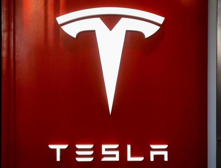 Акции Tesla упали в цене после просьбы к поставщикам вернуть часть денег