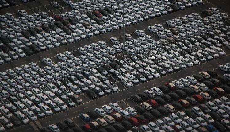 Россияне смогут регистрировать автомобили в салонах продаж