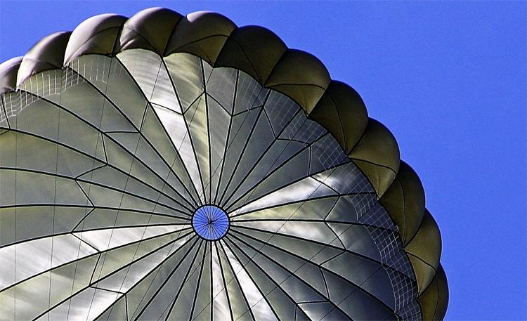 Новый российский парашют поможет эвакуировать людей из высотных зданий