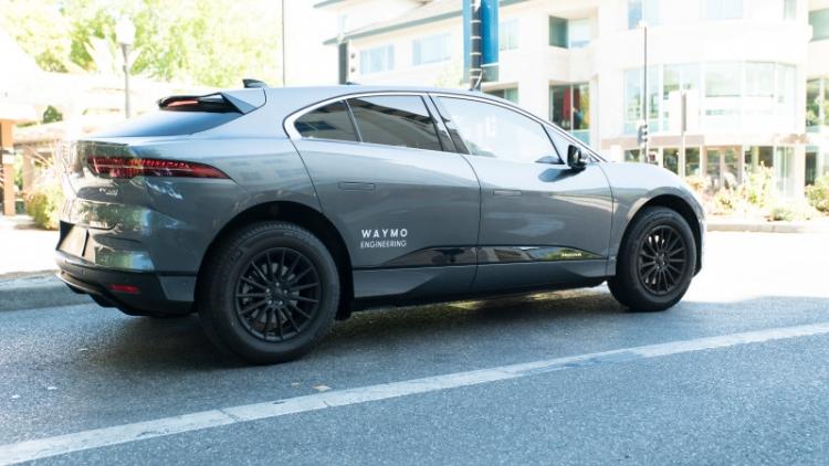 На дорогах Сан-Франциско появились электромобили Jaguar I-Pace компании Waymo