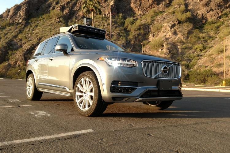 Самоходные автомобили Uber вернулись на дороги, но с водителями за рулём