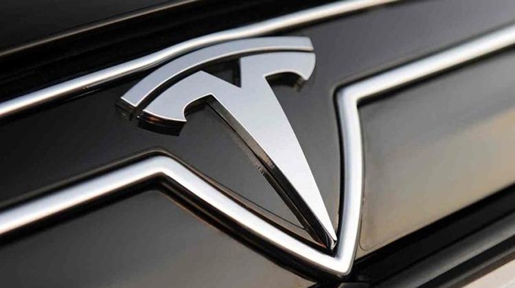 Tesla выпустит смартфон Quadra с двойной камерой