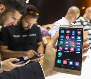 Демократическая партия США запретила китайские смартфоны