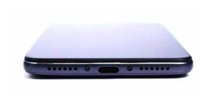 Xiaomi Pocophone F1 показали на детальных фото