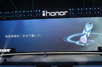 Huawei официально представила смартфон-гигант