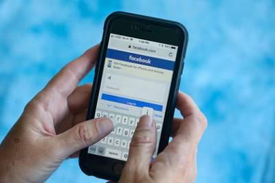 Facebook поймали на сливе секретных данных