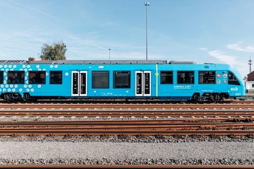 Запущен первый вмире водородный поезд
