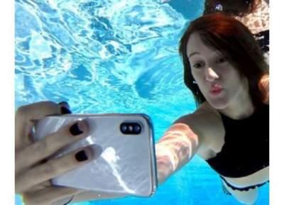 iPhone X выдержал в воде восемь часов