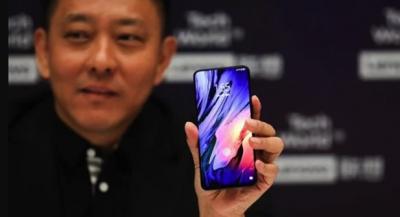 Lenovo определилась с датой презентации необычного смартфона