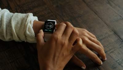 Продажи смарт-часов резко выросли