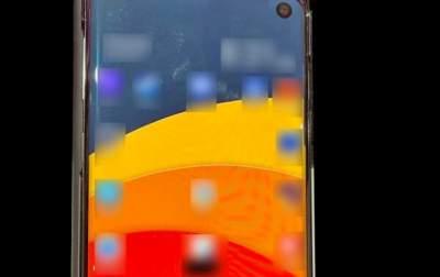 Опубликован реальный снимок смартфона Samsung Galaxy S10